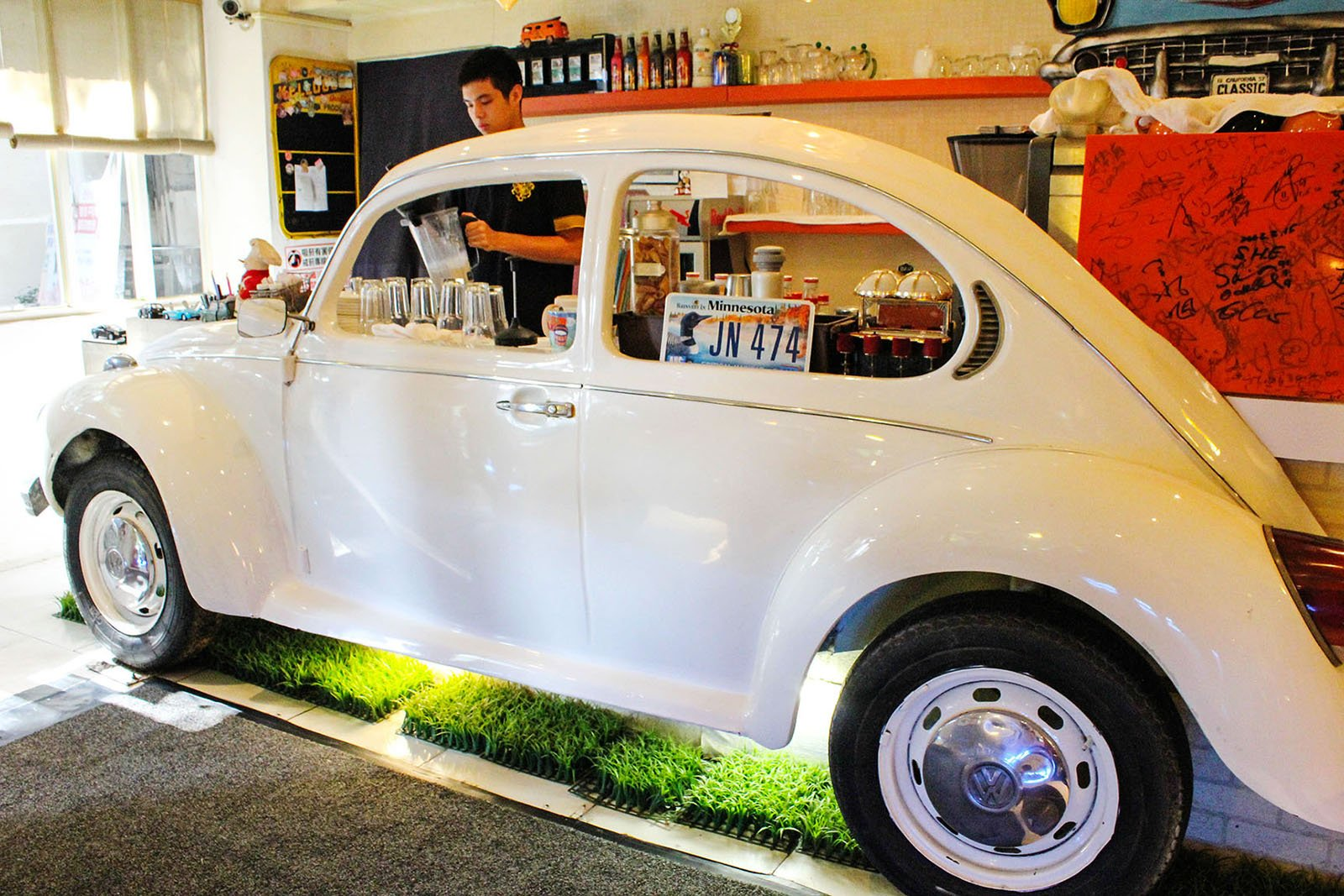 p s bubu a vintage car restaurant in taipei the petite wanderess. Black Bedroom Furniture Sets. Home Design Ideas