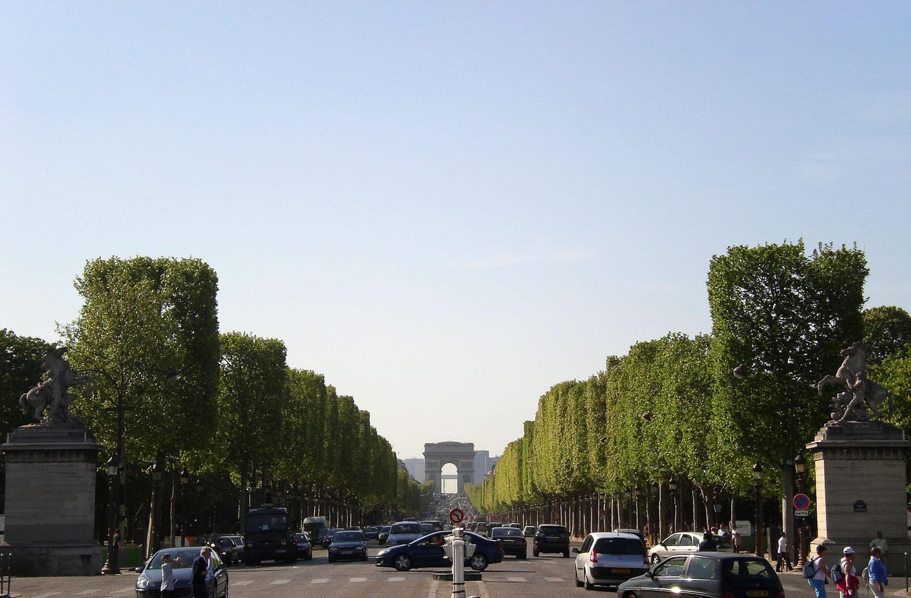 Champs Elysee, Paris • The Petite Wanderess