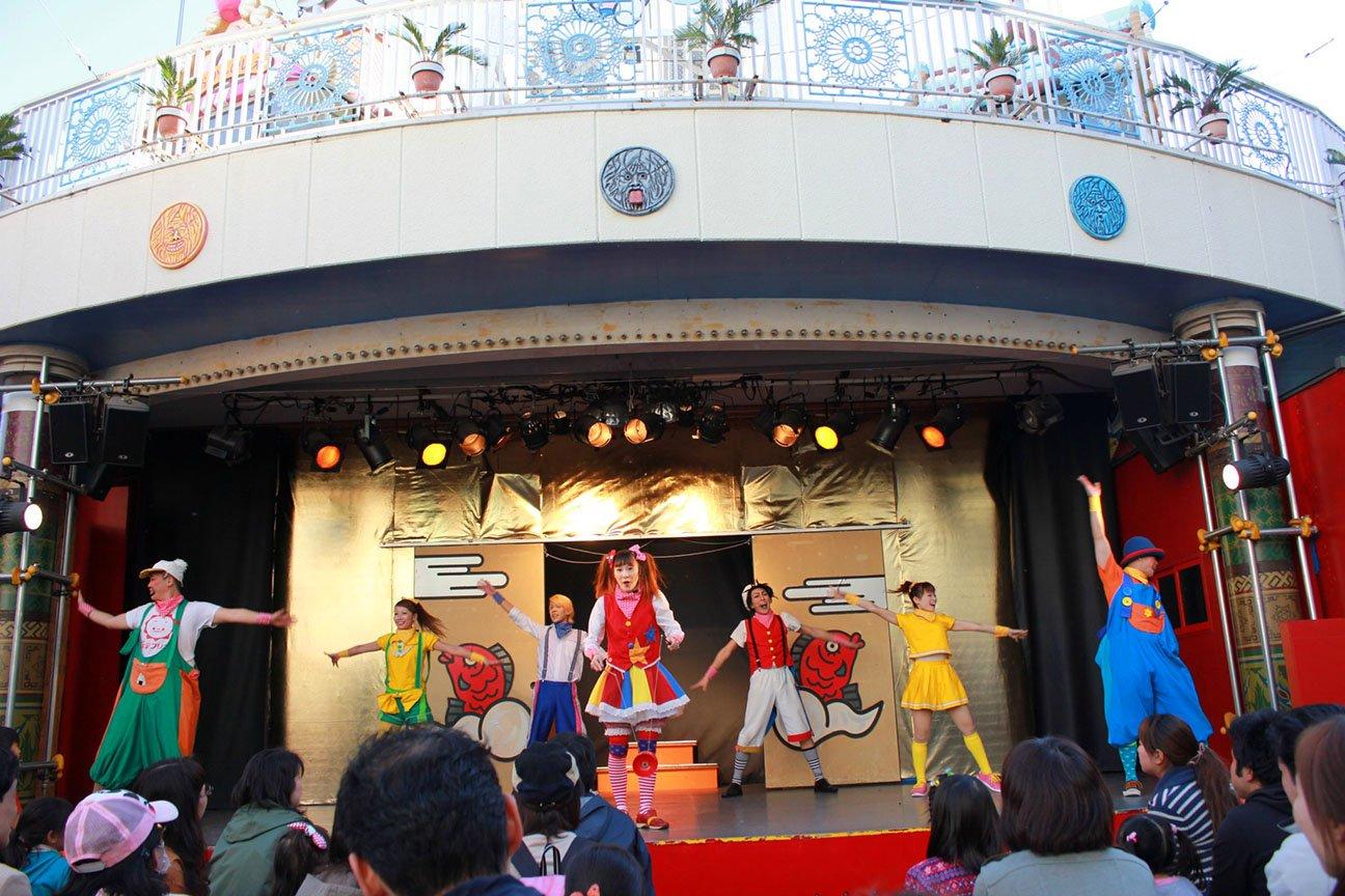 performance at Hanayashiki Amusement Park Tokyo