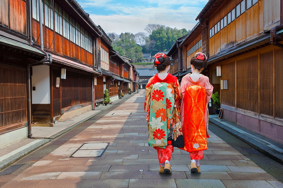 maikos in Kyoto | Where to See Geisha in Kyoto • The Petite Wanderess